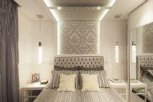 Dormitório Casal.Detalhe de gesso com espelho no teto.