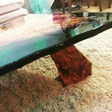 Mesa de centro em madeira e resina por rustico designers arqfashion - Mesas de exterior de resina ...