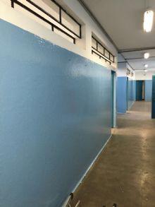 Pintura de salas de aula, corredores e escadarias