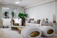 Vanranda Integrada à sala.. destaque para os pufes do designer Jader Almeida